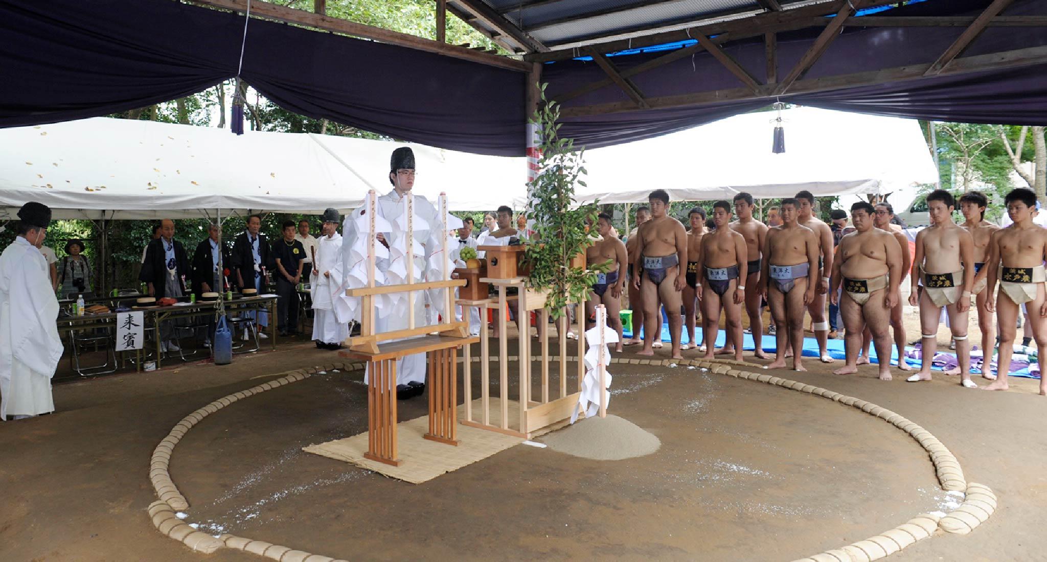 日曜日十時三十分 土俵祭奉納相撲